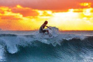 Surfing en la Playa de Kuta
