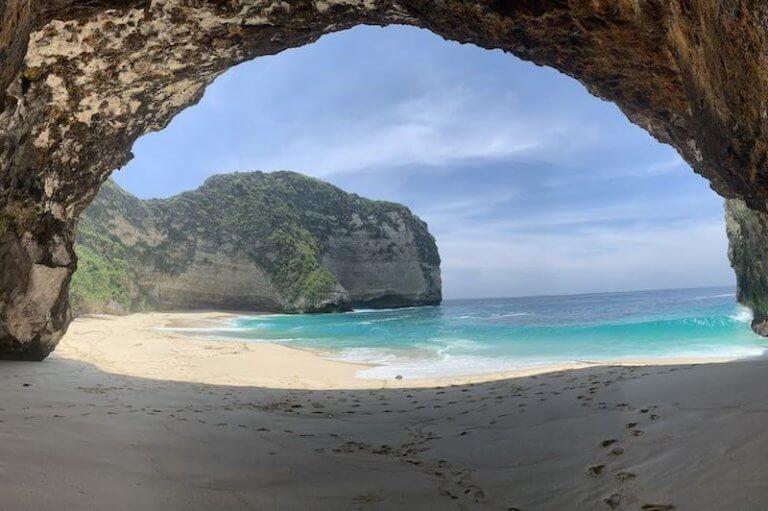 Kelingking Beach Cueva Nusa Penida
